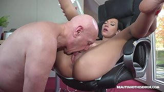 Sexy ass babe loves the older man's huge dong pounding her so deep