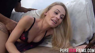Slim milf Carmel Anderson getting pounded