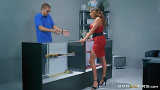 Angry MILF floozy Ariella Ferrera gets a rough charge from together with a uge facial