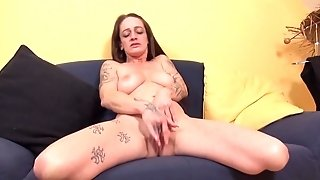 Tatooed amercement cougar paws Her slit Together with submerges In delight sexvideo