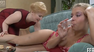 Jaw-dropping Virginia plays as a whole fake penis with cougar gf sextube