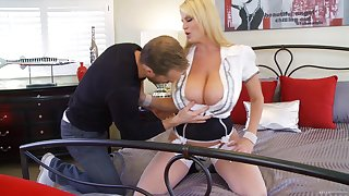 Kelly Madison's hot body is all a beggar wants to fuck