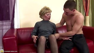 Hairy mature mom botheration fucked and pissed on