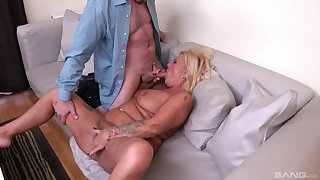 Horny male fucks this mature until she cums like a whore