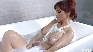 Sugar mummy Syren De Mer sucks a dick and gets fucked after a shower